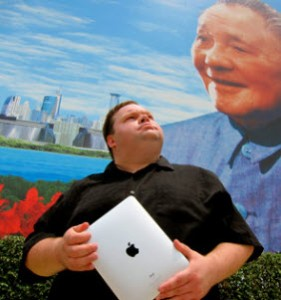 MIKE DAISEY - the master storyteller - Photo credit to Daisey Web