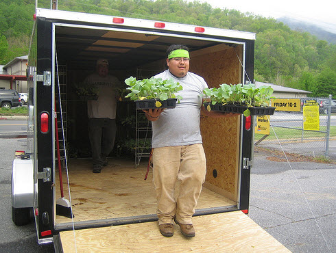 Volunteer Kevin Welch unloads Garden Wagon plants. (National Institute of Food and Agriculture)