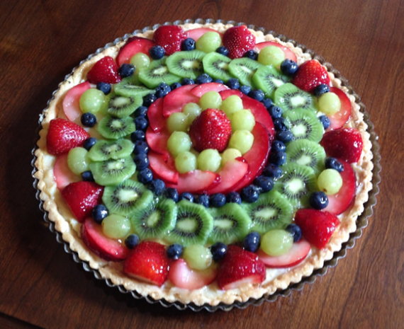 12 ½ tart with strawberries, green grapes, red plums, blueberries and kiwi fruit