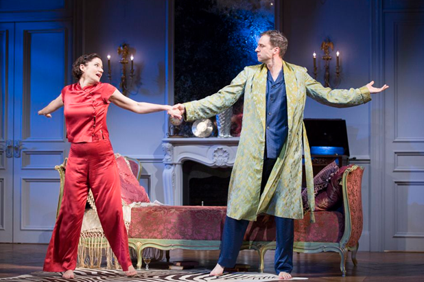 Bianca Amato as Amanda and James Waterston as Elyot . Photo by Scott Suchman