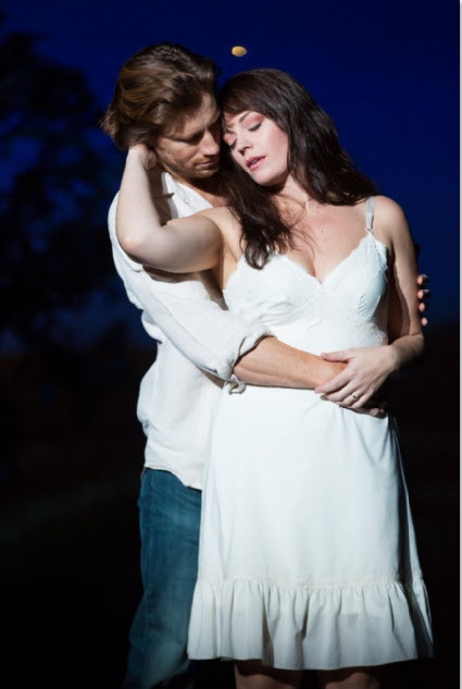 Andrew Samonsky (Robert) and Elizabeth Stanley (Francesca) in the national tour of THE BRIDGES OF MADISON COUNTY. (Photo by Matthew Murphy)