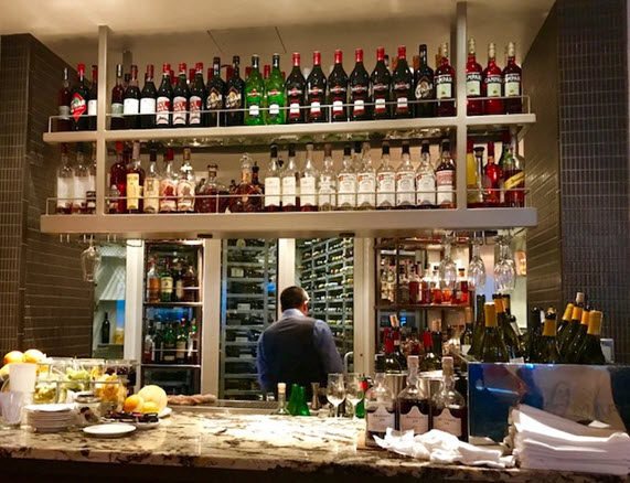 The sleek bar at Fiola Mare